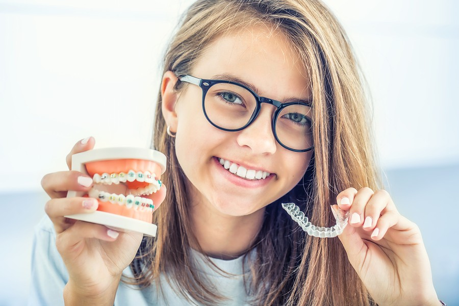 Orthodontist in Barrington, IL: How Invisalign Differs from Metal Braces